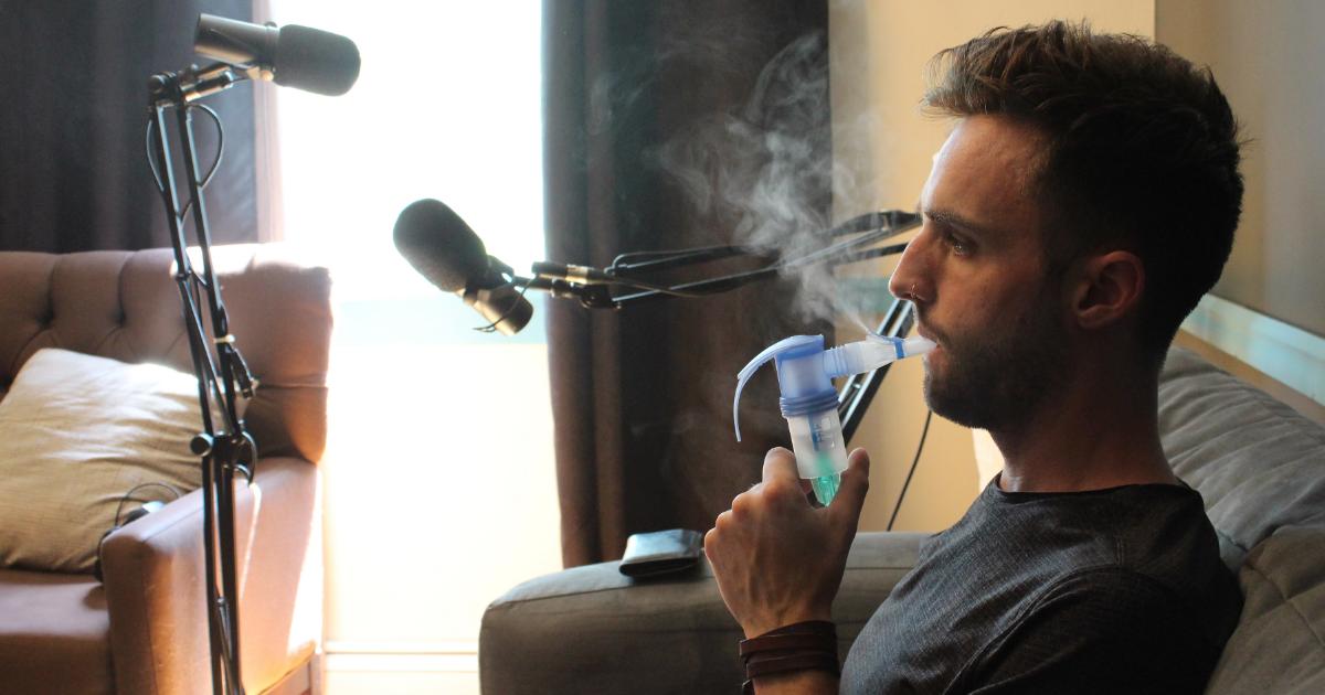 Jeremie Saunders at home using his nebulizer - 末日‧未來|2018世界公視大展精選壓軸場 免費索票入場 12/14-12/16台中展出